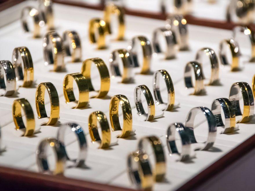 Extrapengar i smyckeskrinet